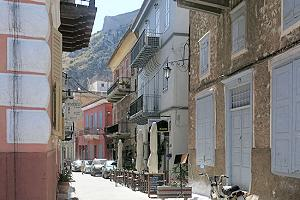 Alley in Nafplio - Photo by A. Lohman