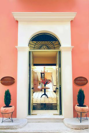 The entrance of the Ippoliti hotel in Nafplion