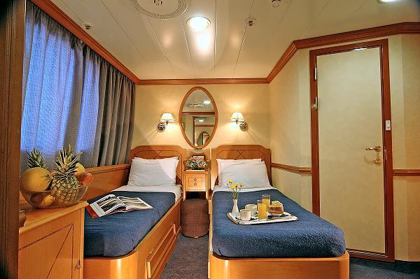 The 39 panorama ii 39 sail cruiser ship travel in greece for First class cruise ship cabins