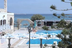 The Contaratos Beach hotel: view of the pool and the beach